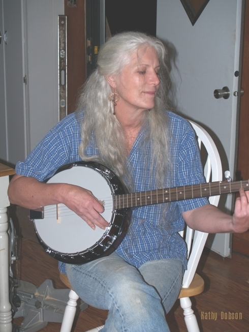 Banjo Musician Entertain Constrution Help others Economic Stimulus Recovery work with neighbors help others photograph of Colette Dowell playing Banjo at Kathy D's home
